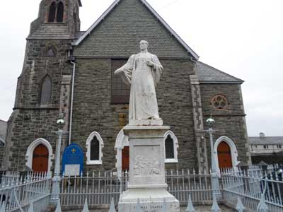 Thomas-Charles-Statue-in-Bala